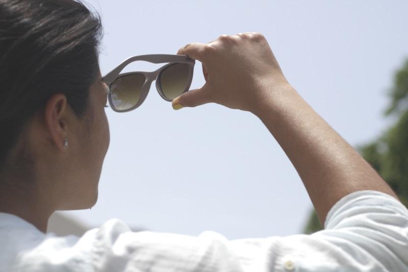88291d3985 Los lentes de sol aparecen en primavera y verano como un accesorio estético  más. ¡Pero cuidado! Antes que la imagen, está la salud de sus ojos y la ...