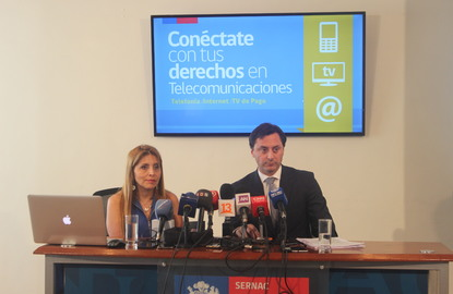 Director Nacional, Lucas Del Villar, junto a Subsecretaria de Telecomunicaciones, Pamela Gidi.